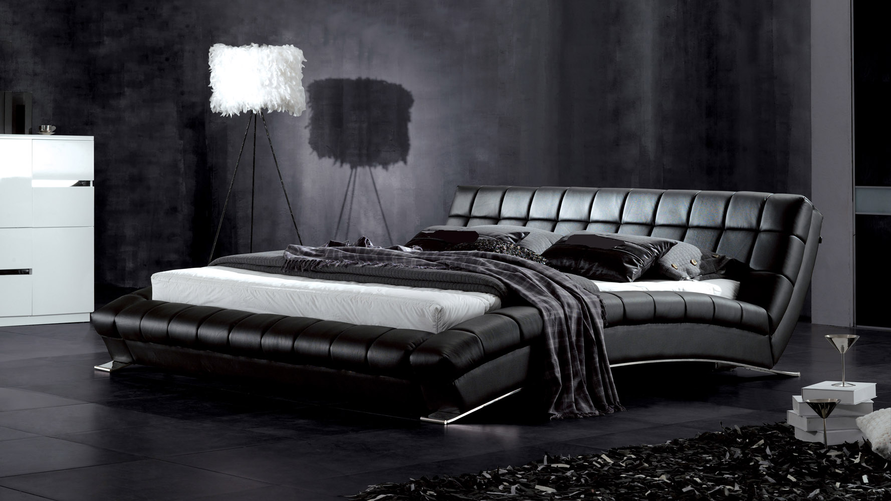Adonis black tufted leather platform bed zuri furniture for Black bed bedroom ideas