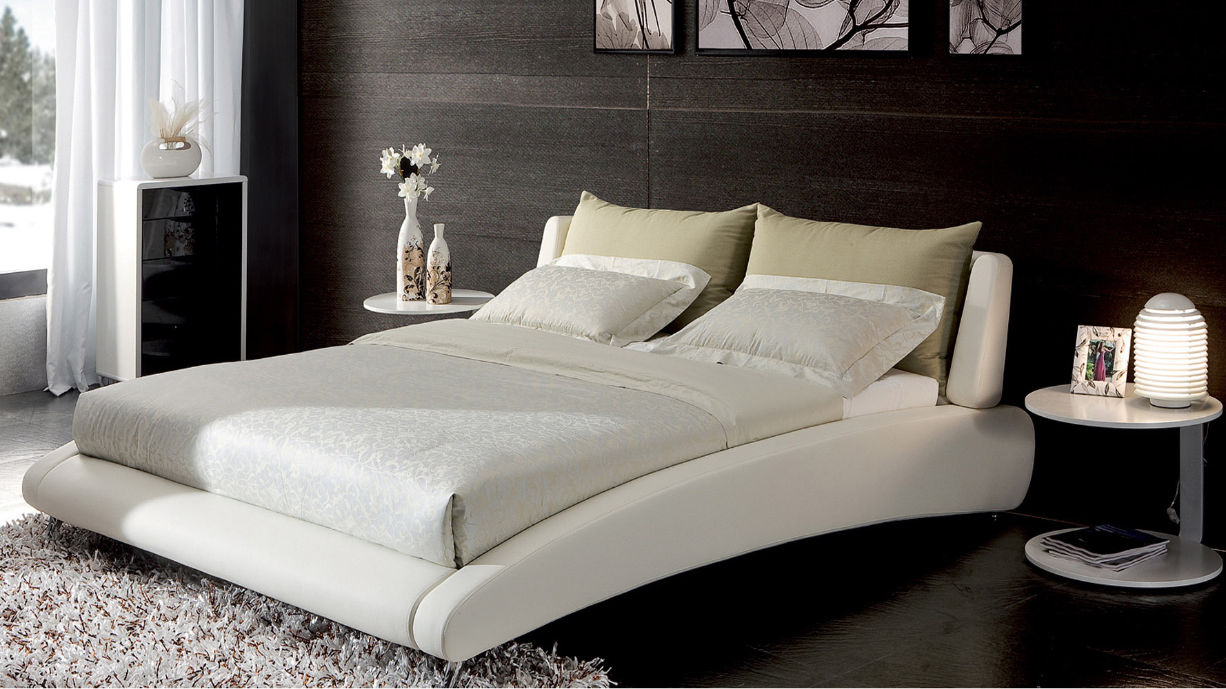 Cadillac white leather platform bed by zuri furniture - Camera da letto contemporanea ...